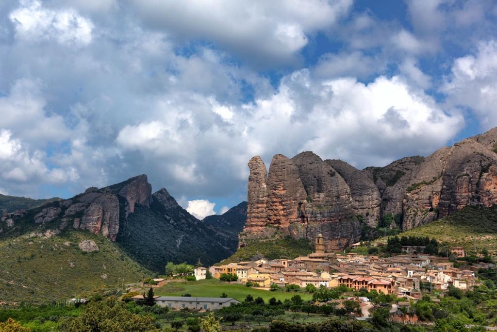 Turismo y aventura en el reino de los mallos ur pirineos for Oficina de turismo huesca