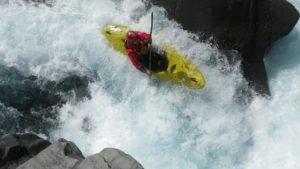 Kayak de aventura en el Pirineo