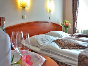 hotel room   Fotor