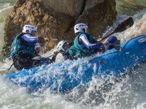 Aventura en rafting deporte de riesgo