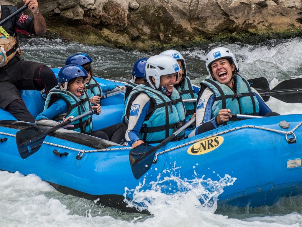 Aventura en familia rafting en Jaca