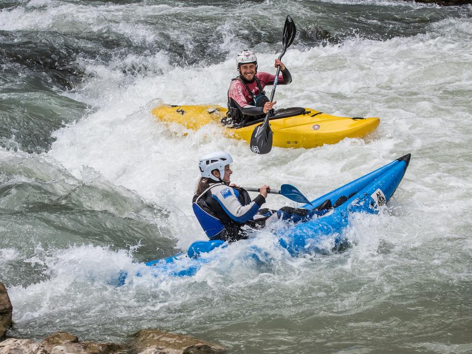 Kayak-en-Murillo-de-Gallego-con-UR-Pirineos