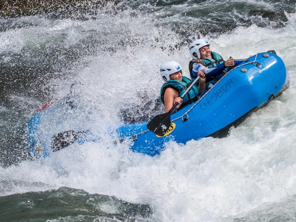 Raft deporte de aventura en el Pirineo