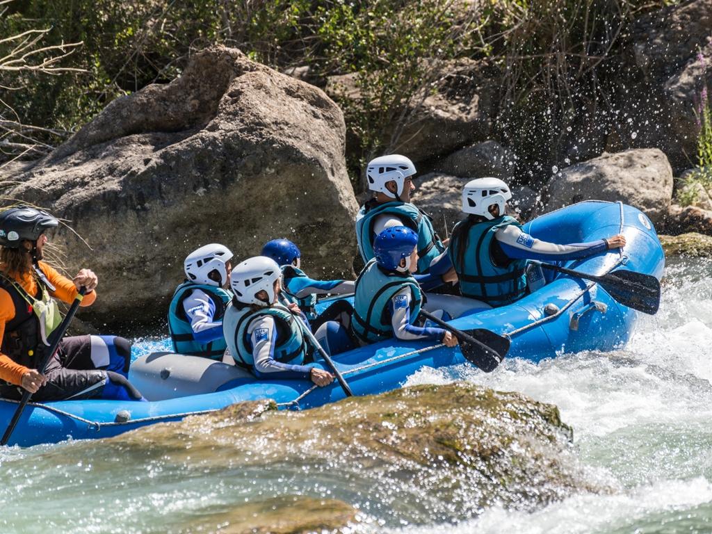 Rafting en familia en Murillo de Gallego con UR Pirineos