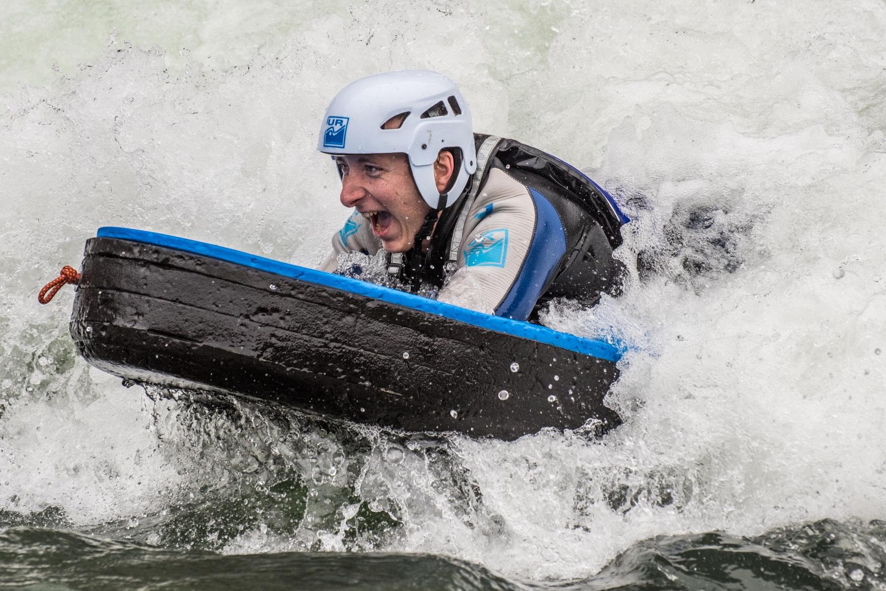 Deportes-de-aventura-y-deportes-extremos-con-UR-pirineos-Mallos-de-Riglos-1_Fotor