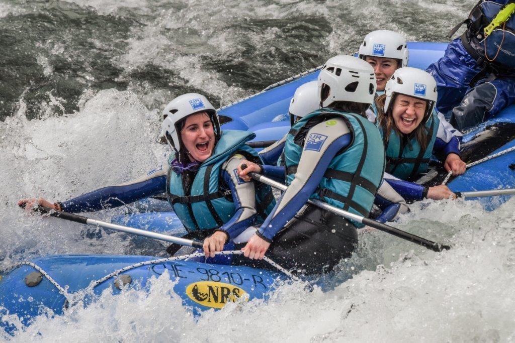 UR Pirineos Rafting con amigos en Ayerbe - oferta primavera jaca