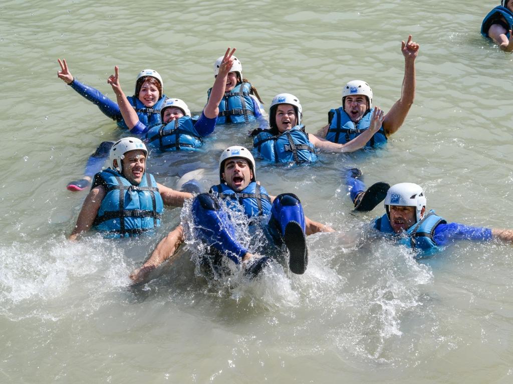 deporte de aventura momento de relax en aguas tranquilas rafting canoa UR Pirineos