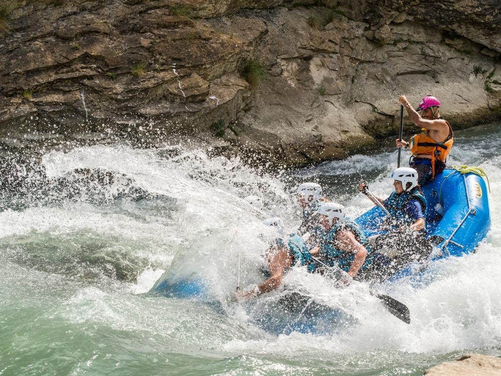 emocion en Rafting en verano a 1 hora zaragoza UR Pirineos