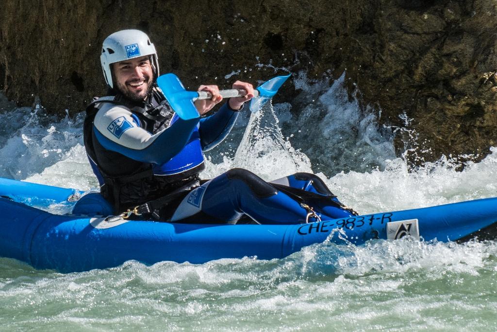kayak en aguas bravas entre huesca y jaca con ur pirineos