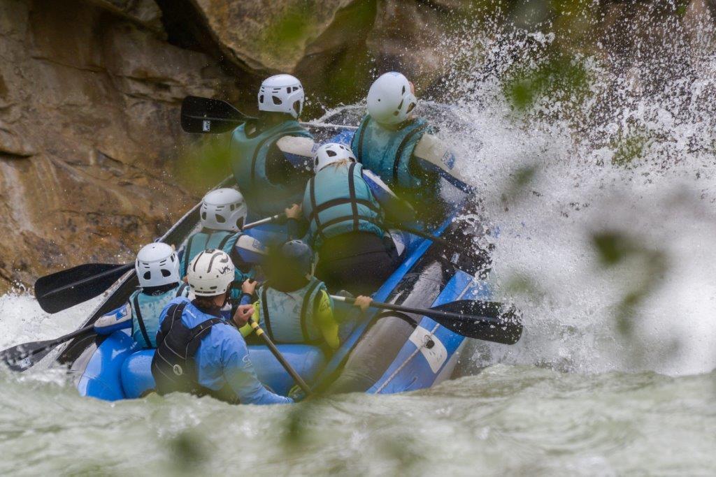 oferta junio rafting con adrenalina rio gallego UR Pirineos