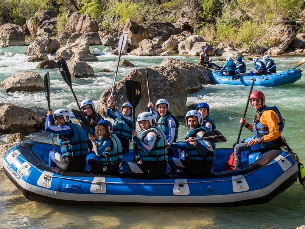 Buenos momentos en Rafting rio gallego UR Pirineos con niños